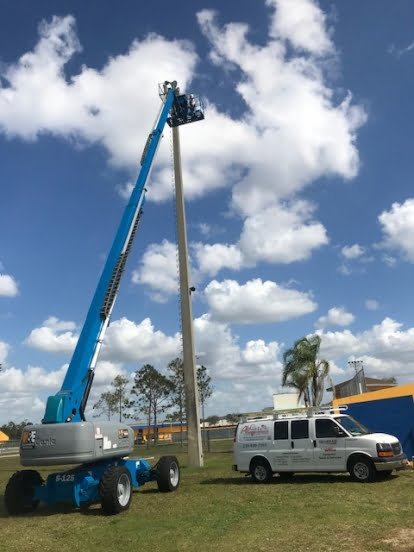 552x552_100_3_c_FFFFFF_33cfe0ff120926cd73af2f76dae3b6ee_bucket-truck-and-lighting-4