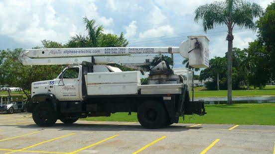 552x552_100_3_c_FFFFFF_cc5751671ec79290c063f58aef6b49ab_bucket-truck-service
