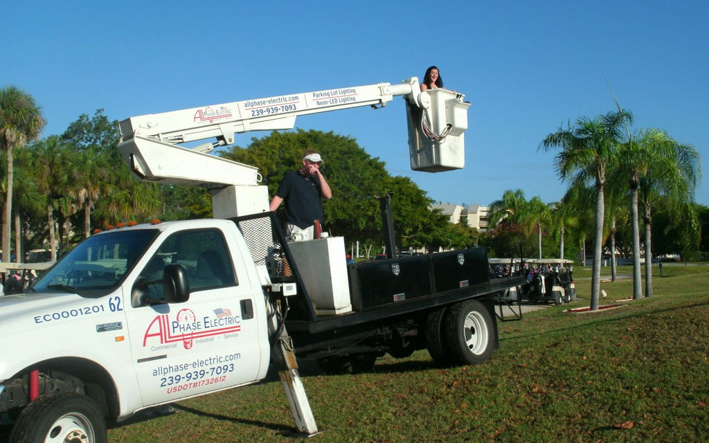 Bucket-Truck-Services-Up-to-100-feet-in-height-1024x640