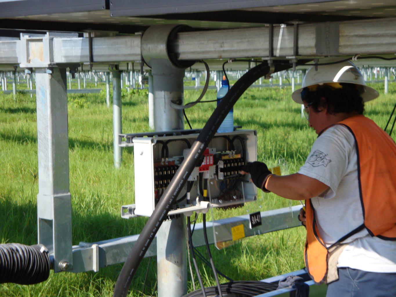 solar-panel-electrician-1365x1024